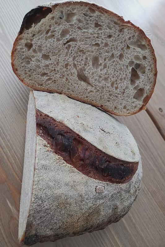 Leipomon tilaustuotteet - juureen leivotut leivät   Aatsipoppaa • Palokka - Jyväskylä